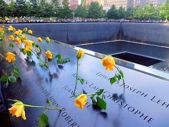 뉴욕 911 메모리얼 - 장미 헌화