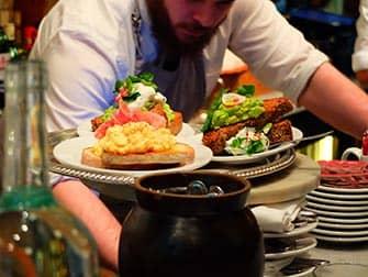 뉴욕의 아침 식사 - 부베트 음식