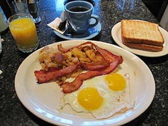 뉴욕의 아침 식사 - 시어터 로 다이너