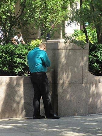 뉴욕에서의 흡연 - 흡연중인 남자