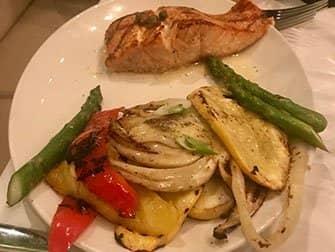 뉴욕의 레스토랑 - Avra 음식